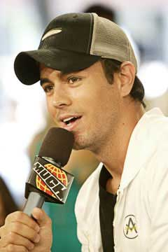 Biography-Enrique-Iglesias