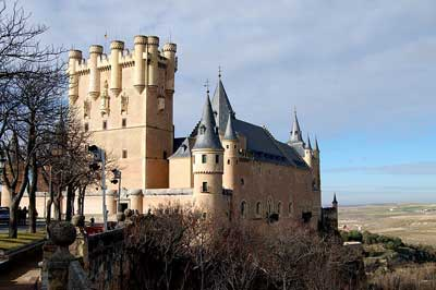Why Were Castles Built In The Middle Ages ?